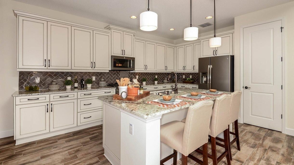 lrg_victoria-hills-siena_kitchen1.jpg