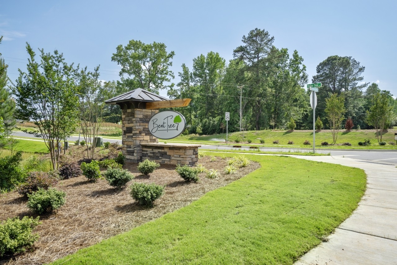 Bent Tree by Royal Oaks, a division of Mattamy Homes - Entrance Monument and Pond