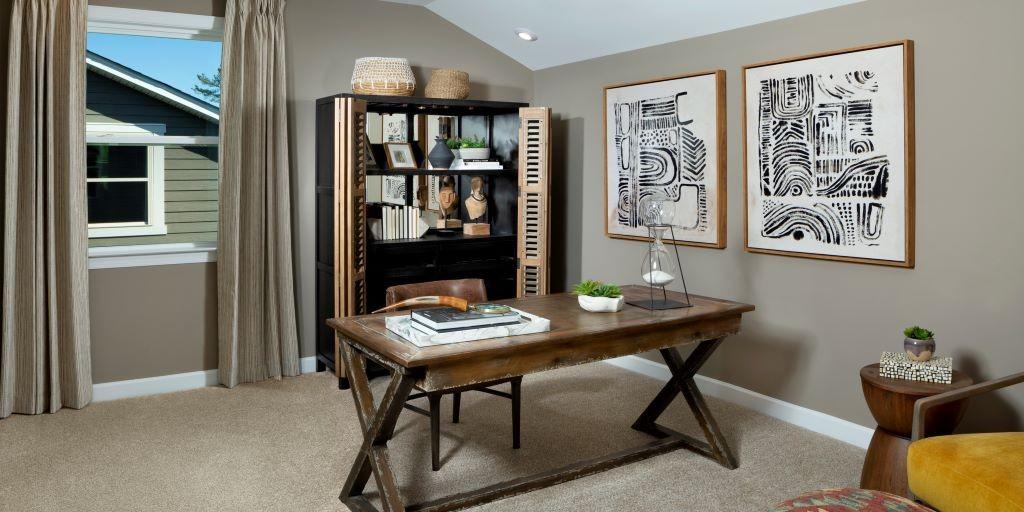 cmh_armstrong_model_upstairs_bedroom_RHP_1024x512.jpg