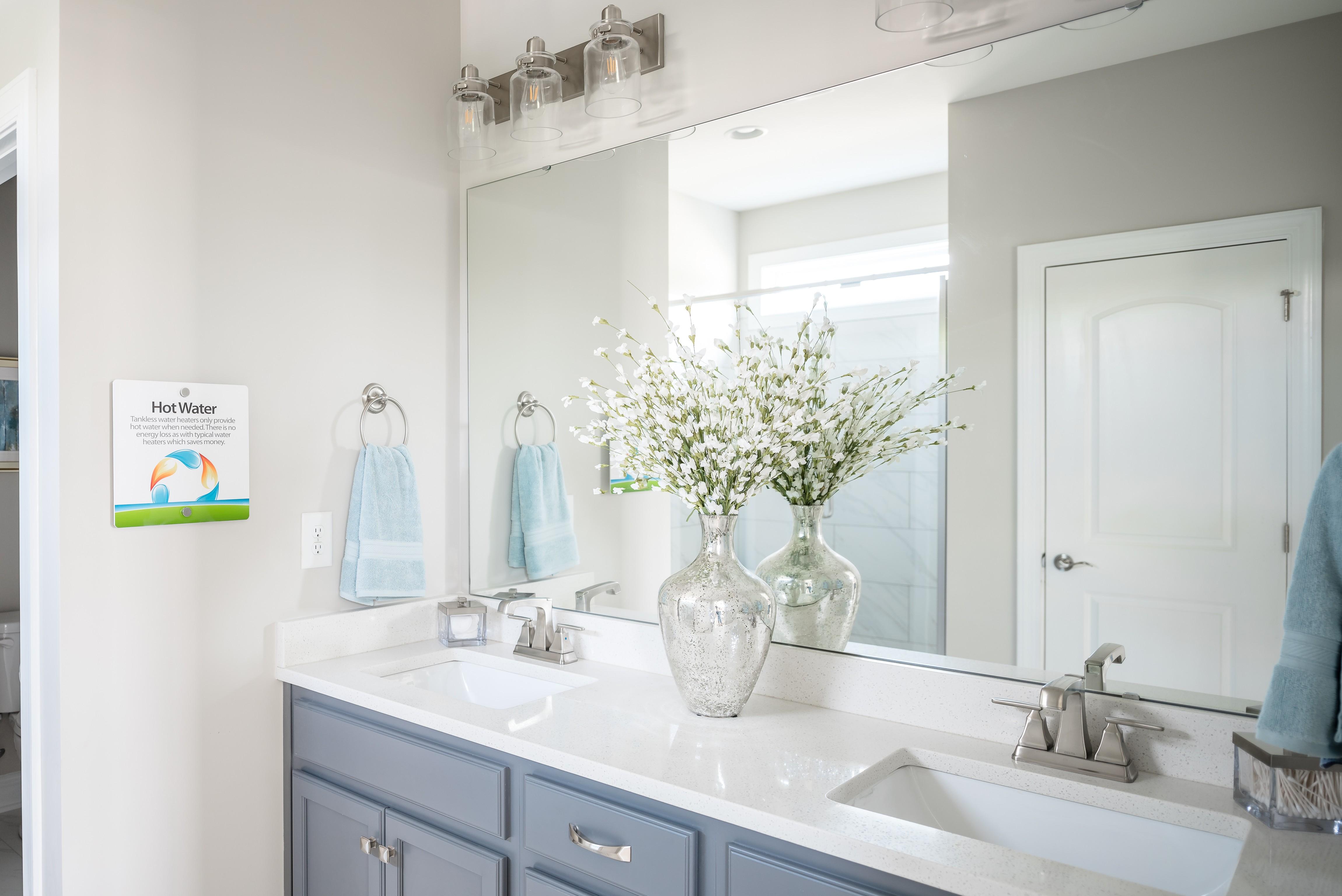 CLT_HTGNC_Woodlawn2_Model_Owner's_Bathroom.jpg