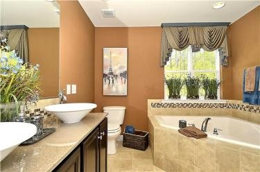 Web_Upper-Level-Master-Bath.JPG