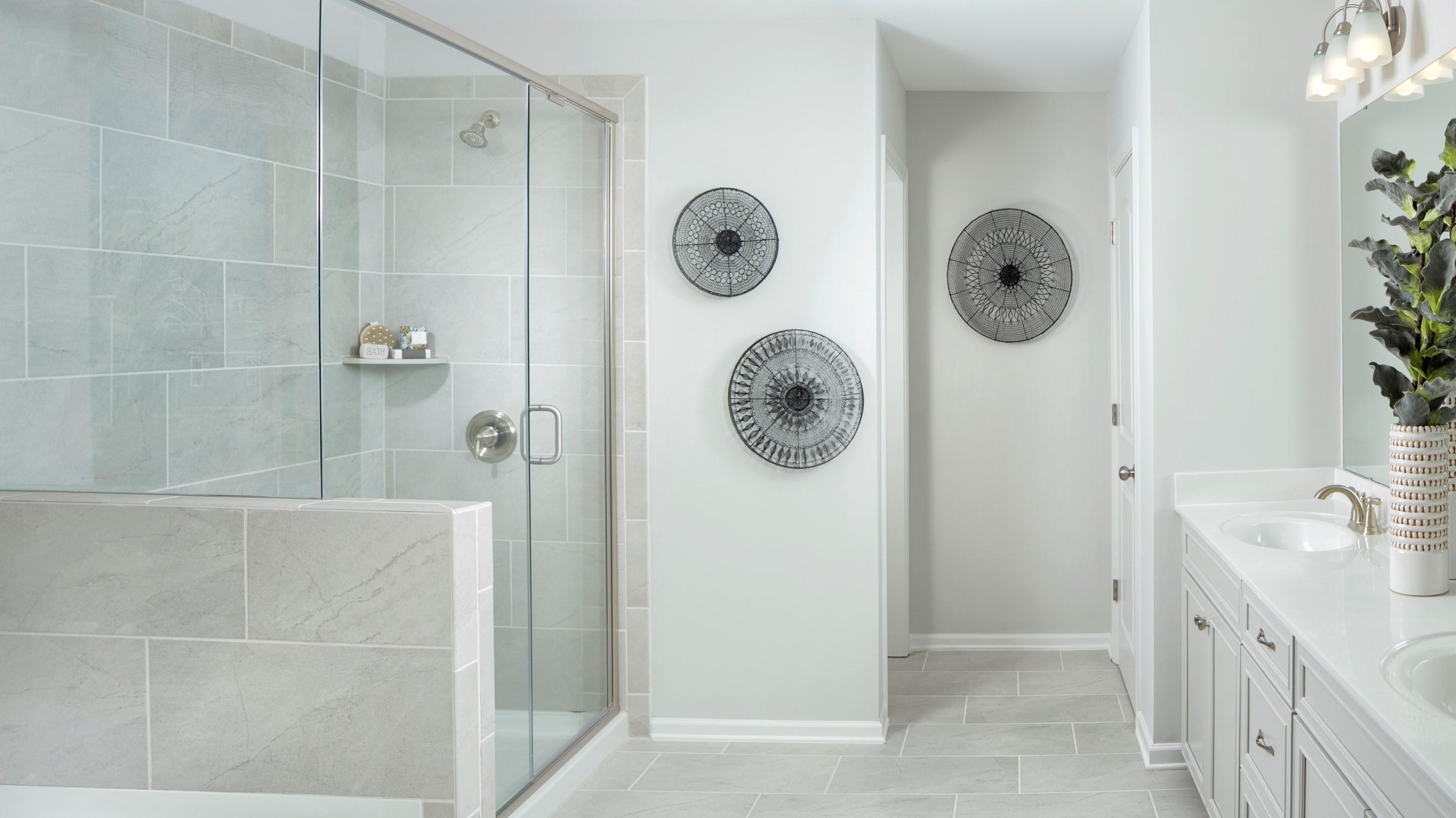 Braeburn_Parker_Model_Owners_Bath_RHP_1024x512.jpg