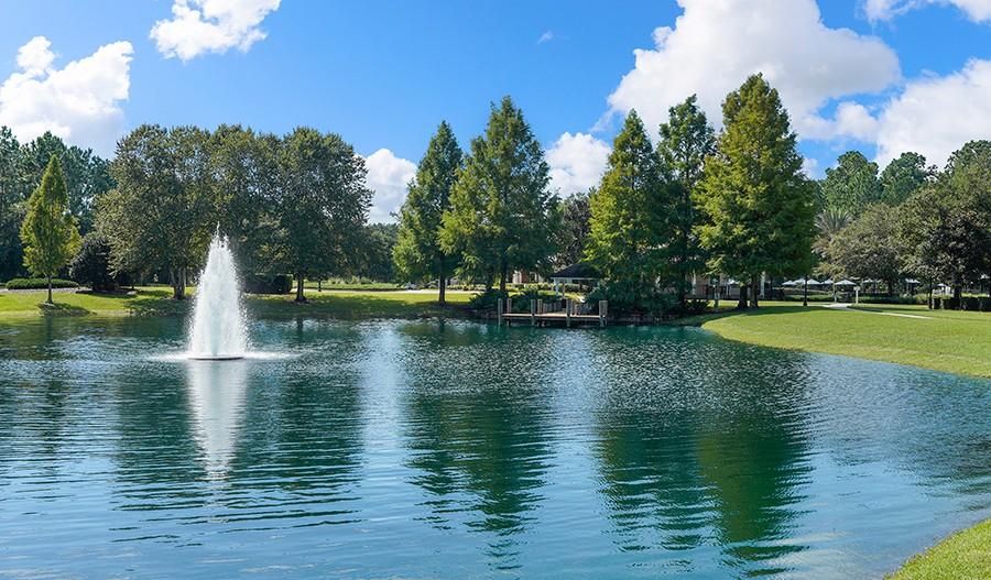 AmeliaWalk-JAX-Pond and Fountain