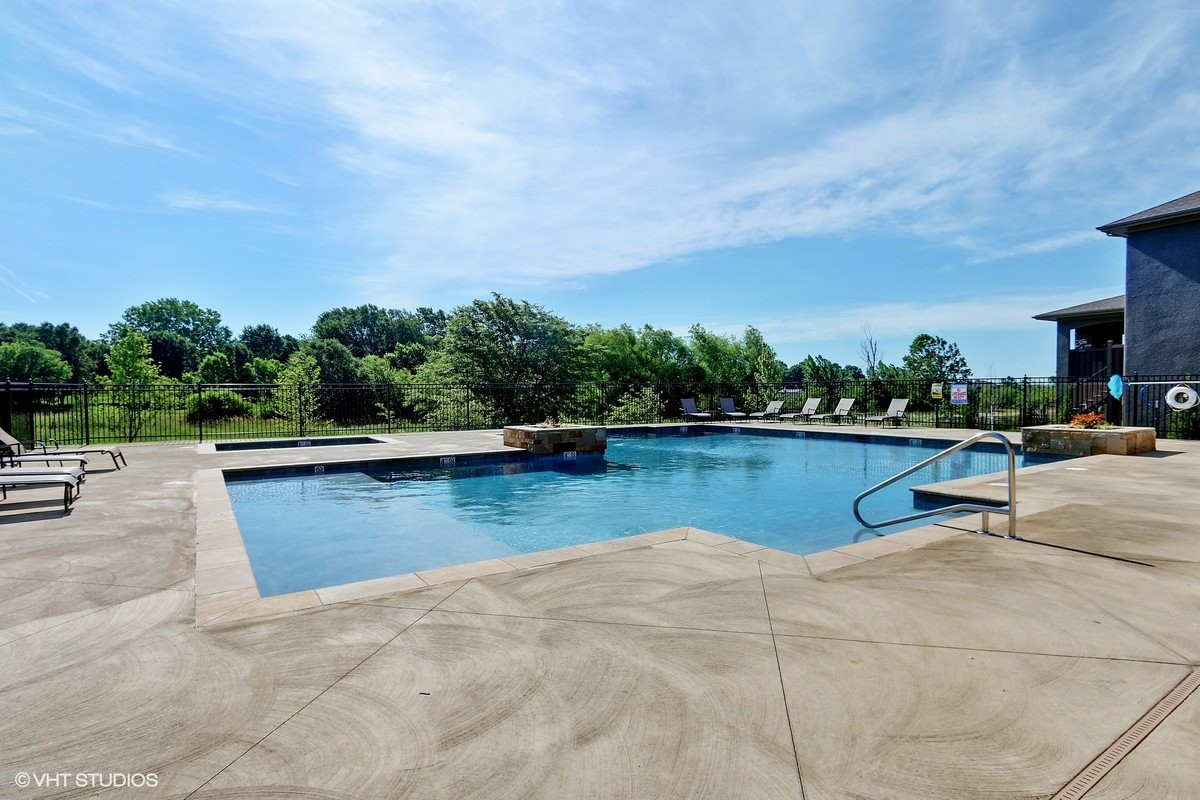 11_15901MelroseSt_29005_Pool_HeartlandMLS_1200x800.jpg