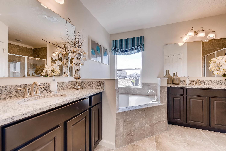 Glenhurst-large-010-4-Master Bathroom-1499x1000-72dpi.jpeg