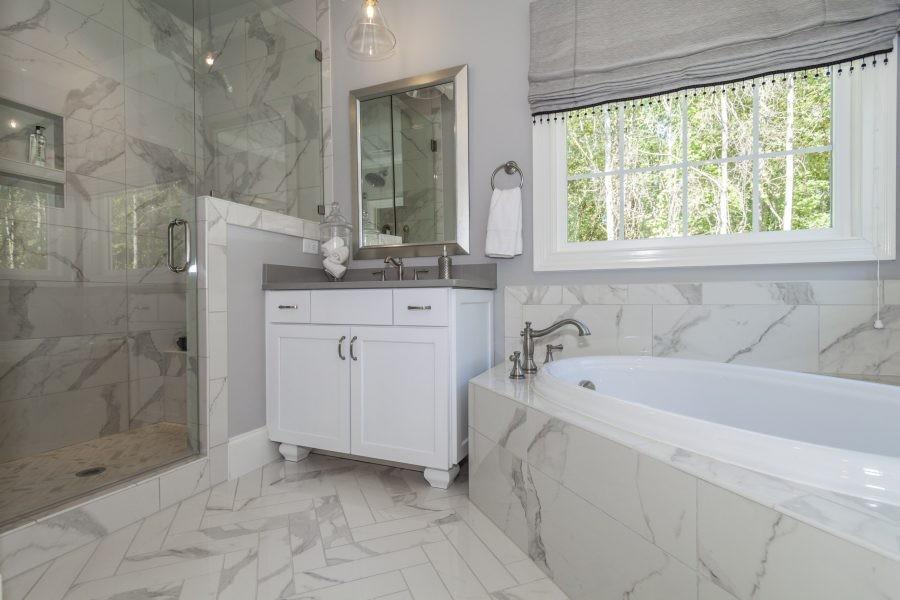 021_Master-Bath-900x600.jpg
