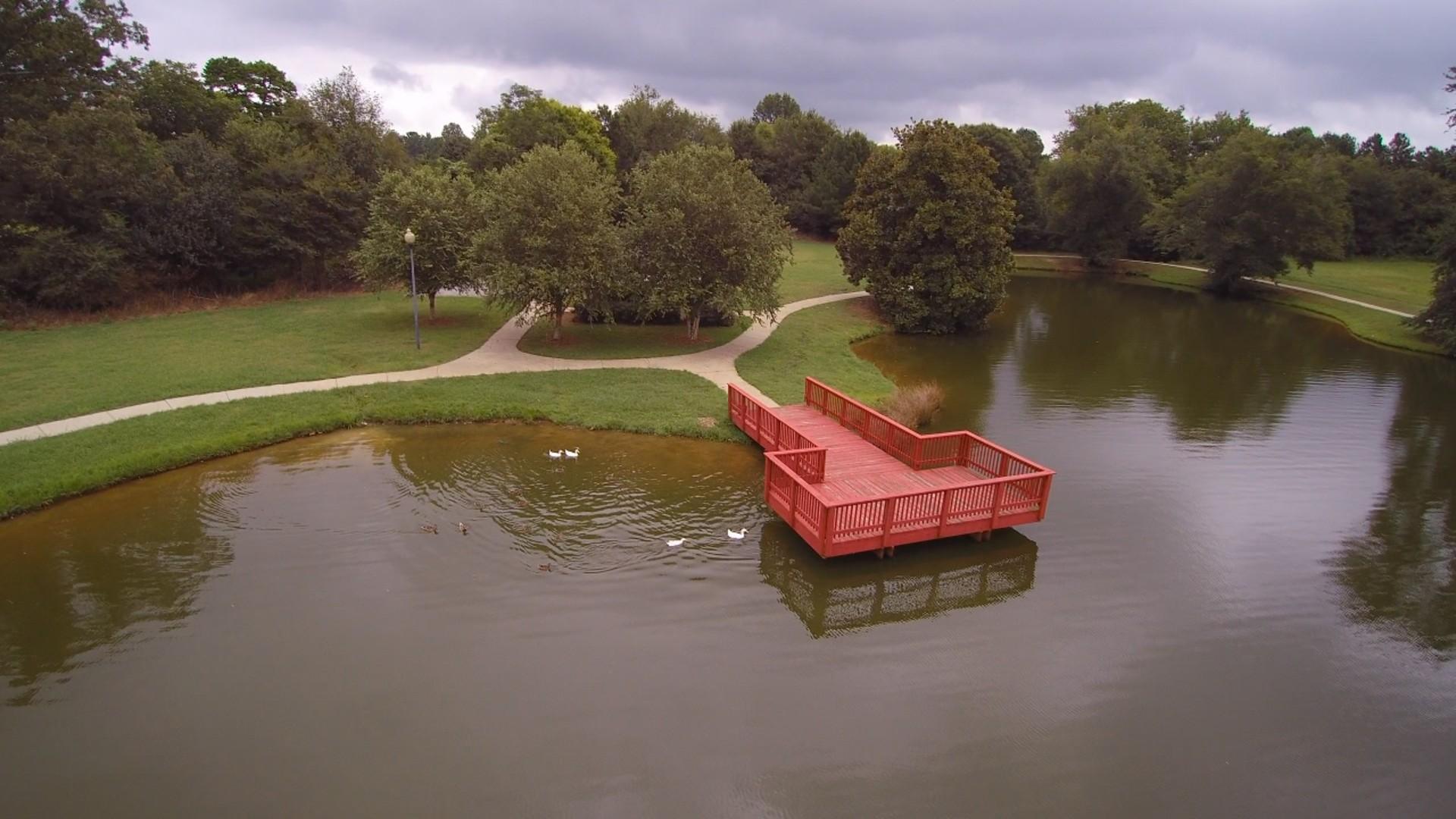 Drone_Lake_Dock_Traditio00120171106081506