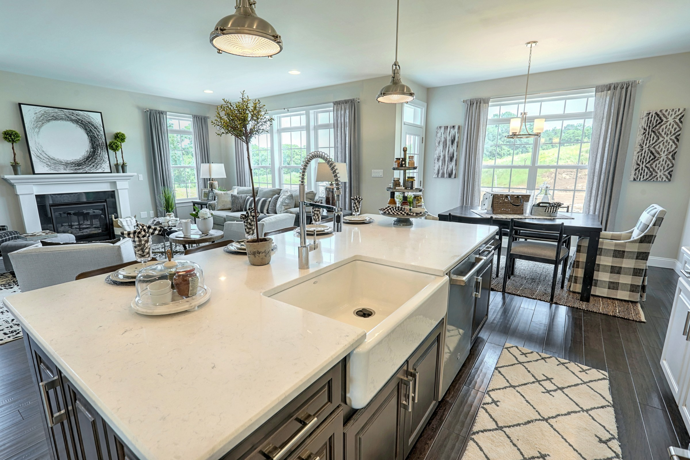Classic Kitchen and Breakfast Area