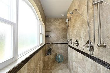 Web_Upper-Level-Shower.JPG