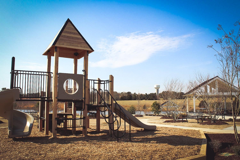 holding-village-playground-lakeside20170512132321